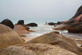 The beach and the picturesque cliffs of Koh Samui — Stock Photo