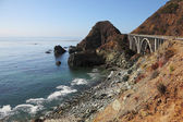 The bridge on the Pacific coast of the USA — Stock Photo