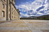The area and stately royal palace — Stock Photo