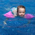 Joyful little girl swimming in the pool. — Stock Photo