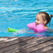 Joyful little girl swimming in the pool. — ストック写真