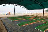 Piattaforma per il mini-golf sulla spiaggia — Foto Stock