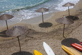 Strand mit kanu in griechische insel — Stockfoto