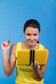 美丽的年轻女性用一台笔记本电脑 — 图库照片