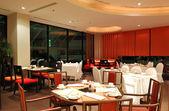Modern restaurant interior in night illumination, Pattaya, Thail — Stock Photo