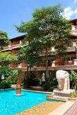 Swimming pool at the popular hotel, Samui island, Thailand — Stock Photo