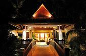 Lüks hotel, phuket, Tayland, lobi gece aydınlatma — Stok fotoğraf