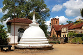 White Stupa at the Temple of the Lord Buddha Tooth Relic. Kandy — Stock Photo