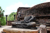 The remains of Lord Buddha statues and stupa in Polonnaruwa Vata — Stock Photo
