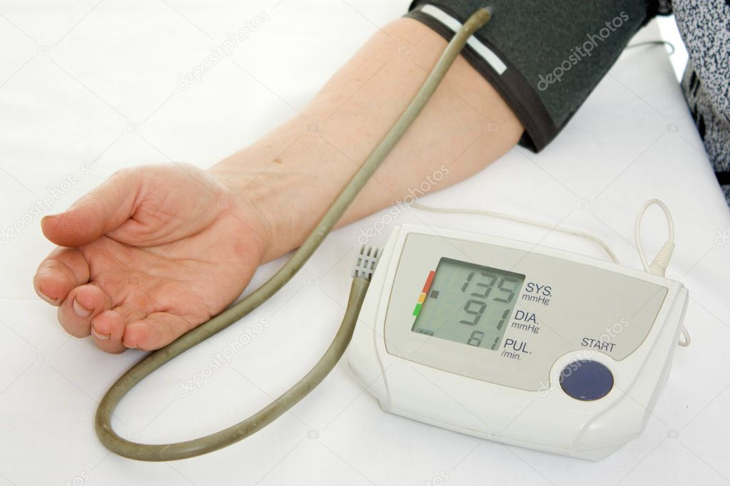 Hand an elderly woman with a sphygmomanometer on a white background. — Lizenzfreies Foto #7524648