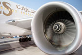Dubai - 09.12.2010, Emirates Airlines Boeing 777 on the mainten — Stock Photo