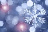 стекло снежинка против размытый фон — Стоковое фото
