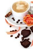 コーヒーとチョコレートの白いカップ — ストック写真