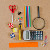 Various school accessories on сorkboard — 图库照片