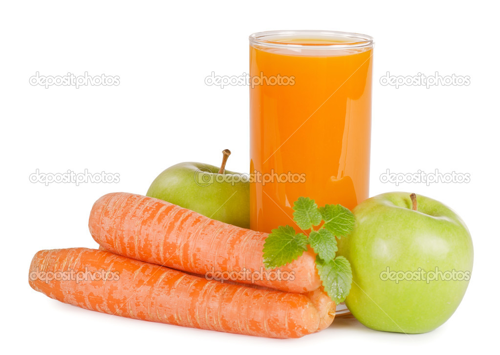 Glass with carrot juice  isolated on white — Stock fotografie #6785682