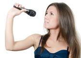 La jeune fille avec un microphone — Photo