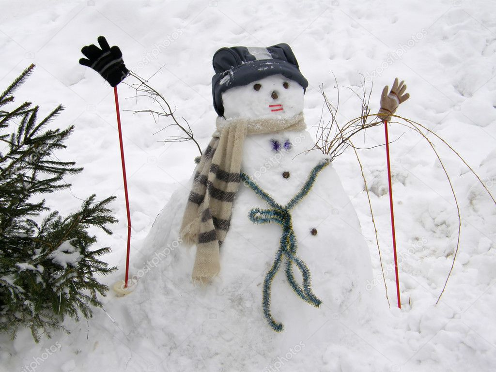 Winter sculpture of a snowman — Stock Photo #7836168