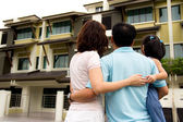 Family with dream house — Stock Photo