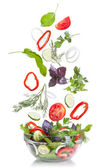 Klesající zeleninu na salát, izolované na bílém — Stock fotografie