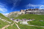 Pordoi pass ve dağ — Stok fotoğraf