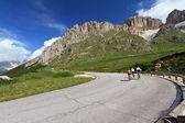 Cyclists on Pordoi road — Stock Photo