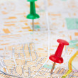 Red and green pushpin on a map — Stock Photo
