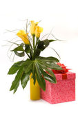 Yellow callas bouquet and present box on white — Stock Photo