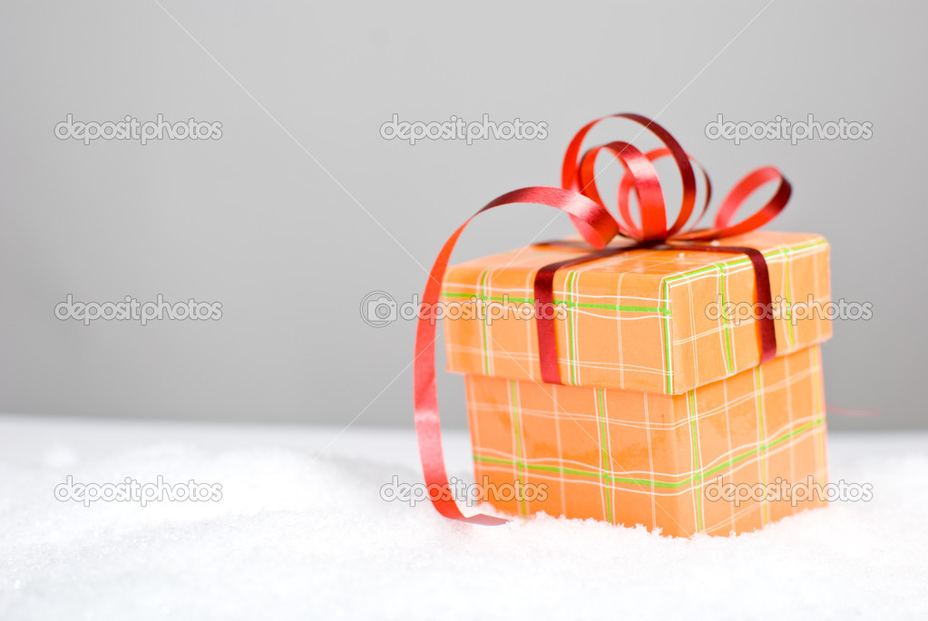 Christmas gift box in snow — Stock Photo #7841599