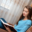 Young girl reads book — Stock Photo