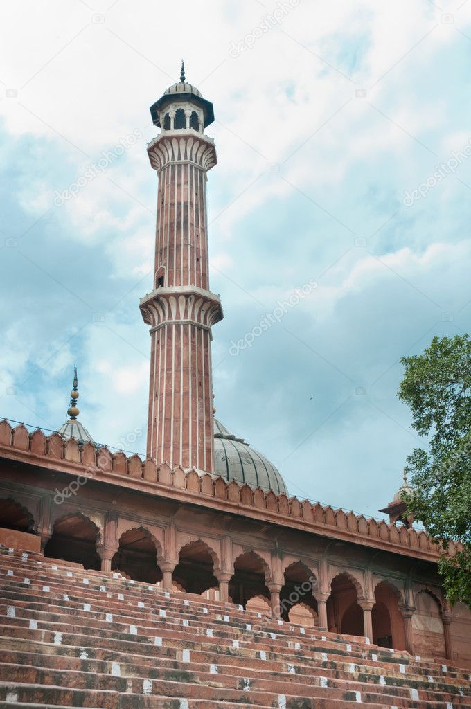 Jama Masjid minaret with staircase on front, India's largest mosque — Photo #6828036