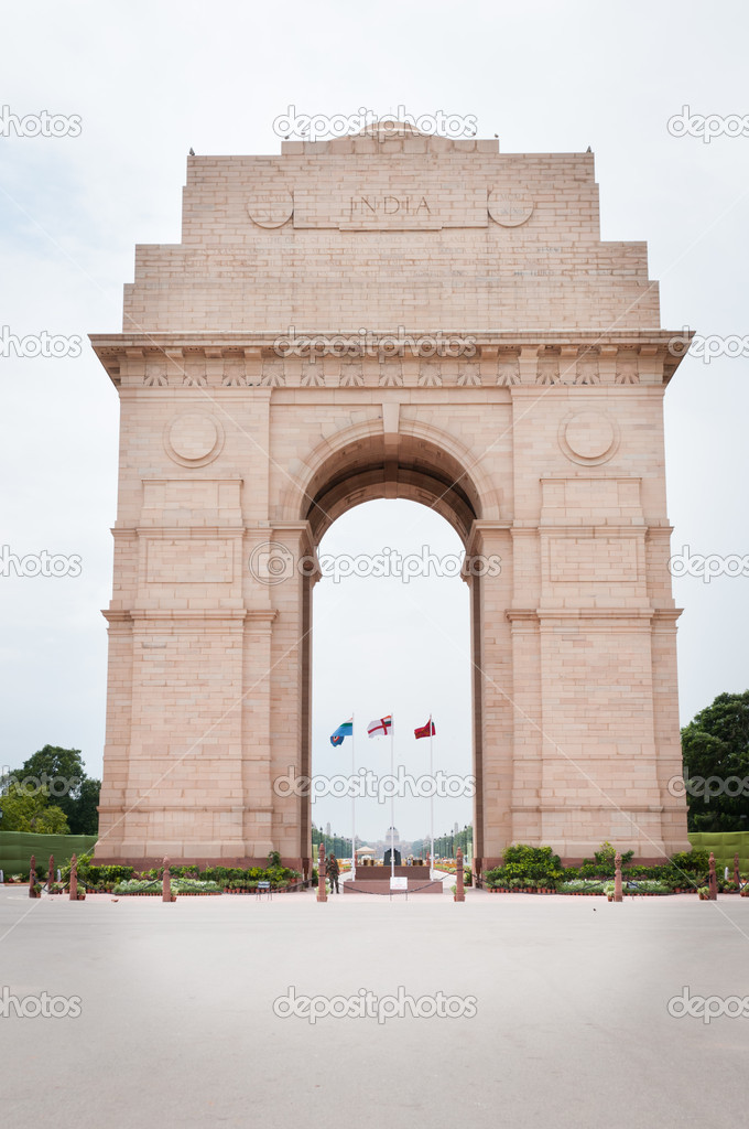 India Gate memorial in New Dalhi with President's House and Rajpath on background — Stock Photo #6828039