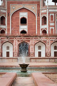 Fountain of Humayun's tomb in Delhi, India — Stock Photo