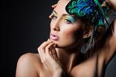 Elegancka modna kobieta z motyl — Zdjęcie stockowe
