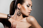 Elegant fashionable woman with silver jewelry — Fotografia Stock