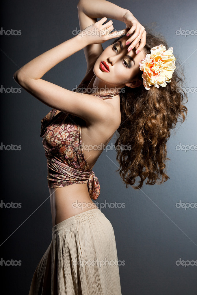 Portrait of elegant fashionable woman — Stock Photo #7112633