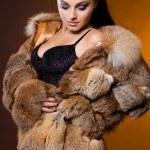 belle femme dans un manteau de fourrure — Photo #7865054