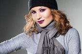 Ragazza nel cappello e sciarpa — Foto Stock