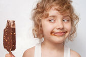 Child eats ice-cream — Stock Photo
