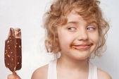 Child eats ice-cream — Stock Photo