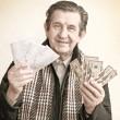 anziani uomo felice con un pacco di soldi — Foto Stock