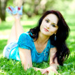 Portrait of beautiful young womrelaxing in summer park — Stok Fotoğraf #6963832