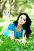 Portrait of beautiful young woman relaxing in summer park — Stock Photo