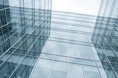 Современные синий стеклянная стена небоскребов — Стоковое фото