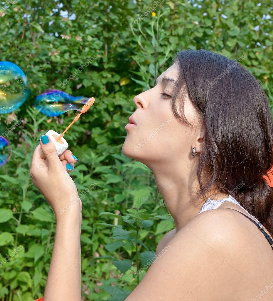 Soplando burbujas con semen