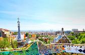 Barcelona, spanje - 25 juli: het beroemde park guell op 25 juli, 20 — Stockfoto