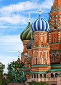 Die berühmteste kathedrale auf dem roten platz in moskau — Stockfoto