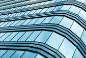 синяя стеклянная стена небоскреб — Стоковое фото