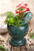 Mortier aux herbes fraîches — Photo