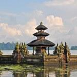 Beautiful Balinese Pura Ulun Danu temple on lake Bratan. — Stock Photo #7301515