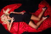 Piękne kobiece lay na czerwono — Zdjęcie stockowe